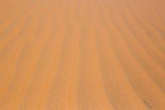 as dunas de areia vermelhas do deserto texture o teste padrão vermelho da textura das dunas de areia do deserto do teste padrão n Fotografia de Stock Royalty Free