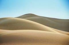 As dunas fora do deserto árabe Fotografia de Stock Royalty Free