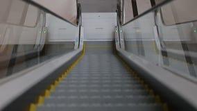 As elevações da escada rolante vídeos de arquivo