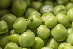 As ervilhas verdes fecham-se acima Foto de Stock