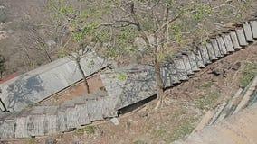 As escadas conduzem ao monastério de Popa Taungkalat filme