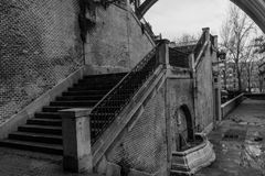 As escadas nunca vão ao céu, às vezes elas vão a um subterrâneo imagens de stock royalty free