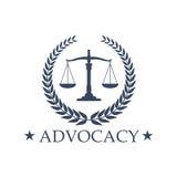 As escalas da defesa de justiça vector o ícone ou o emblema Foto de Stock Royalty Free