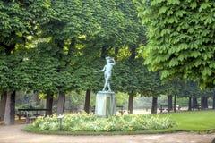 As esculturas estão no parque do palácio de Luxemburgo Imagens de Stock Royalty Free