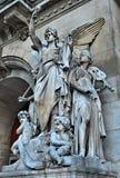 As esculturas na fachada da ópera grande Imagem de Stock