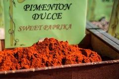 As especiarias, as sementes e o chá venderam em um mercado tradicional em Granada, S Imagem de Stock