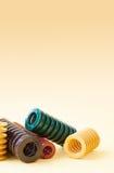 As espirais de aço coloridas, molas de pressão ajustaram-se com flexibilidade e tamanho diferentes da dureza objetos metálicos do Imagem de Stock Royalty Free