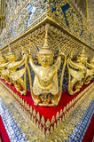 As estátuas da serpente de luta do naga de Krut, um budista tailandês adaptam-se Imagem de Stock Royalty Free