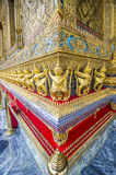 As estátuas da serpente de luta do naga de Krut, um budista tailandês adaptam-se Imagens de Stock