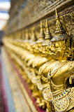 As estátuas da serpente de luta do naga de Krut, um budista tailandês adaptam-se Foto de Stock