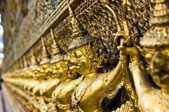 As estátuas da serpente de luta do naga de Krut, um budista tailandês adaptam-se Fotos de Stock