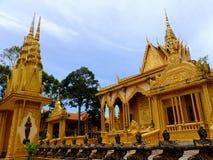 As estátuas de bronze no templo de Vam Ray do templo de Vam Ray, província de Tra Vinh, Vietname Imagens de Stock Royalty Free