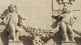 As estátuas dos querubins fotos de stock