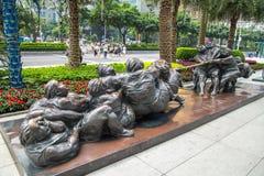 As estátuas nas ruas do anúncio publicitário novo da cidade de Guangzhou Pearl River centram-se Fotografia de Stock Royalty Free