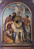 as 13as estações da cruz, corpo de Jesus 'são removidas da cruz foto de stock