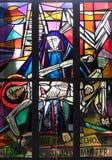 as 13as estações da cruz, corpo do ` de Jesus são removidas da cruz Foto de Stock