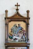 11as estações da cruz, crucificação: Jesus é pregado à cruz Imagens de Stock