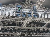 As estruturas da iluminação de estágio iluminam o equipamento imagens de stock
