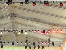 As estruturas da iluminação de estágio iluminam o equipamento Imagens de Stock Royalty Free