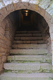 As etapas de pedra nas passagens em Golovina elevam-se na fortaleza Oreshek perto de Shlisselburg, Rússia Foto de Stock