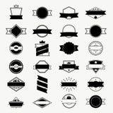 As etiquetas do vintage e os crachás ajustados, os logotipos do vetor, o selo e o quadro projetam elementos ilustração do vetor