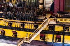 As exposições no museu naval situado no ` s da cidade movem no navio velho de confianças da construção e no corpo naval do porto  Imagem de Stock Royalty Free
