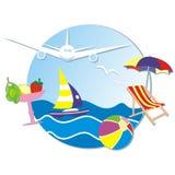 As férias de verão, bandeira, mar, veleiro, avião, sunbed e parasol, cocktail Fotos de Stock