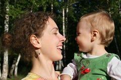 As faces serem de mãe com bebê imagens de stock royalty free
