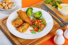 As faixas de peixes com mistura de vapor cozinharam vegetais Imagem de Stock Royalty Free