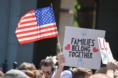 As famílias pertencem junto março fotografia de stock royalty free