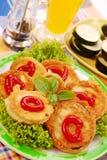 As fatias da beringela e do zucchini fritaram na massa Imagens de Stock Royalty Free