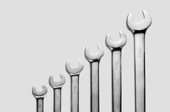 As ferramentas de aço da chave para o reparo e a construção na composição até o tamanho pequeno a mais grande Fotos de Stock Royalty Free