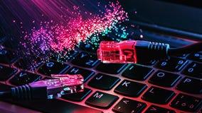 As fibras óticas iluminam o fundo abstrato, fundo ótico da fibra foto de stock royalty free