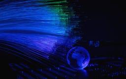 As fibras óticas iluminam o fundo abstrato, fundo ótico da fibra imagens de stock royalty free