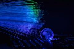 As fibras óticas iluminam o fundo abstrato, fundo ótico da fibra fotografia de stock royalty free
