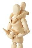 As figuras de madeira da criança suportam sobre de seu pai Imagens de Stock Royalty Free
