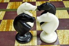 As figuras na placa de xadrez Foto de Stock Royalty Free