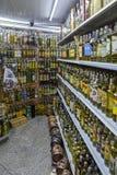 As fileiras de tipos diferentes cachaca das FO bebem, feito do ru destilado imagem de stock