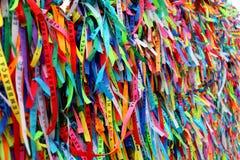 As fitas coloridas na frente de Senhor fazem a igreja de Bonfim em Salvador, Baía em Brasil Imagem de Stock Royalty Free