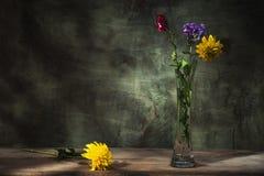 As flores coloriram a vida imóvel Imagens de Stock Royalty Free