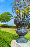 As flores do metal no jardim Fotos de Stock Royalty Free