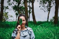 As folhas Eyes a senhora Environmental uma proteção e uma ecologia imagem de stock