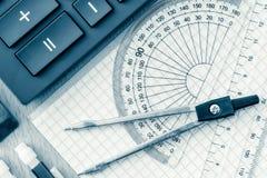 As fontes de escola usadas na matemática tonificaram no azul fotos de stock royalty free