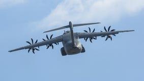 As forças armadas de quatro motores da turboélice transportam a demonstração de Airbus A400M dos aviões (França) Imagem de Stock Royalty Free