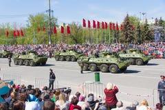 As forças armadas do russo transportam na parada em Victory Day anual Imagem de Stock Royalty Free