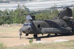 As forças armadas inundam o apoio para golpear o vale, Paquistão Imagem de Stock Royalty Free