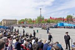 As forças armadas velhas transportam na parada em Victory Day anual, maio, fotos de stock royalty free