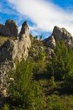 As formações de rocha naturais em Jelasnica gorge na tarde ensolarada do outono fotografia de stock