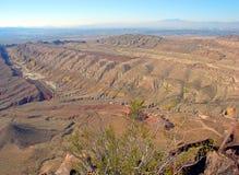 As formações Geological chamaram Hogbacks perto do montículo da lava e do lago Las Vegas, Nevada Imagens de Stock