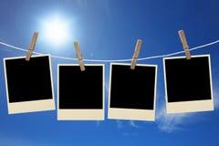As fotos moldam a suspensão na corda em um céu Imagem de Stock